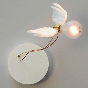 Ingo Maurer Ingo Maurer Lucellino NT – nástěnné světlo, peří
